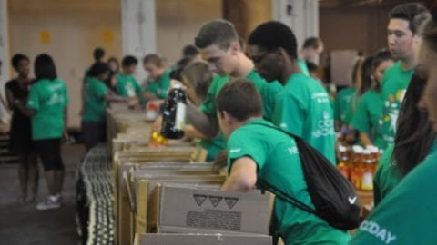 Comcast Cares Day for Interns Makes Big Impact at SHARE Food in Philadelphia